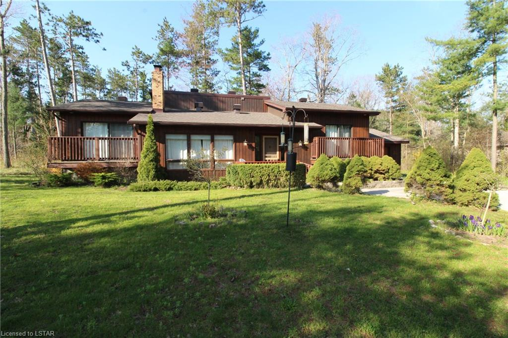 10522 PINETREE Drive, Grand Bend, Ontario (ID 195037)